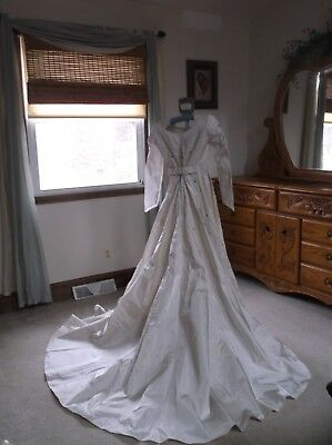 Vintage  Wedding Gown Made In Usa Ilgwu