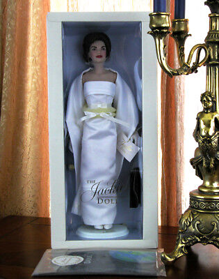 "Franklin Mint Jackie Kennedy Doll Vinyl White Satin Gown 17"" COA Shipper MIB NEW"