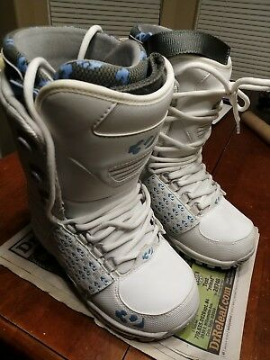 9445fb89dc8 NEW 32 Thirty Two Snowboard Boots Women s Ladies Girl LASHED White Size 8.5  New