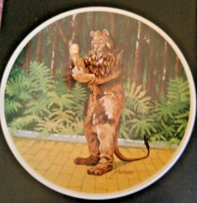 The Wonderful Wizard of OZ Collector Plate Cowardly Lion Knowles free shipping