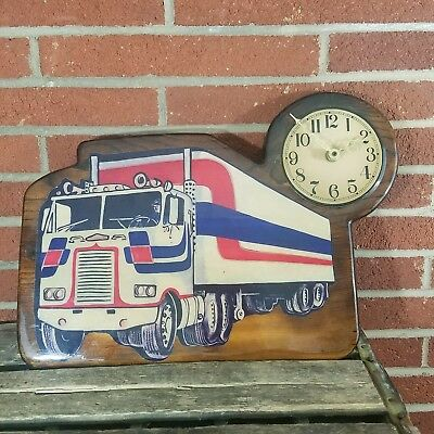 VTG Kitschy Semi Truck Clock Freight Truck Wooden Wall Red White Blue Big Rig