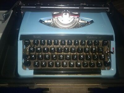 Vintage SEARS Portable Celebrity Typewriter with Key & Carrying Case
