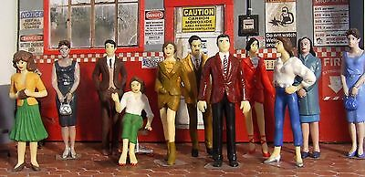 Superb 5 hand painted figures for diorama kit, diecast car display. 1/24
