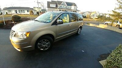 2008 Chrysler Town & Country Limited Edition Chrysler Town & Country   (EXCELLENT CONDITION  / SINGLE OWNER  / LOW MILES)
