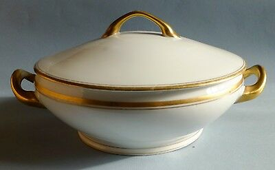 Victoria Austria - Round Covered Vegetable Bowl with Lid Pattern VTO15 Gold Trim