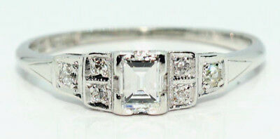 Art Deco Diamond Ring in 18ct white Gold & Platinum.  Antique.  Circa 1920's
