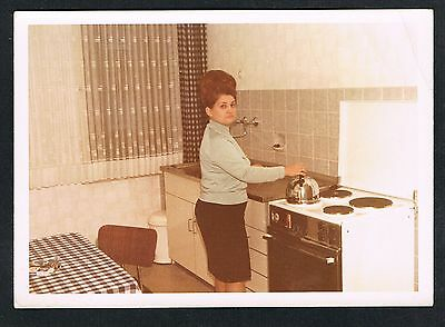 FOTO vintage PHOTO, Küche Frau Wasserkessel, kitchen woman, femme cuisine /116y