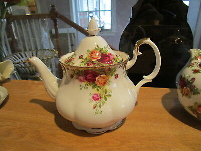 Royal Albert Old Country Roses Teapot Large 6-Cup Gold Trim - Red & Yellow Roses