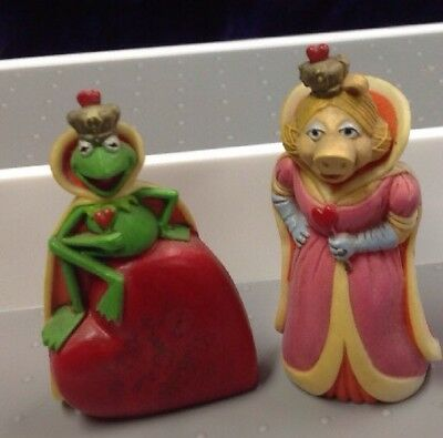 Hallmark Kermit & Miss Piggy  Merry Miniatures Both Have Whit Yellowing HTF
