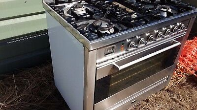 90cm ilve gas oven. second hand. good condition.
