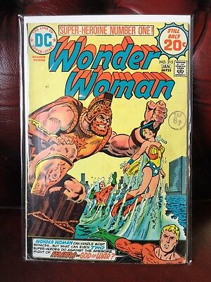 WONDER WOMAN #215 DC COMICS 1975 Featuring Early Justice League Appearance
