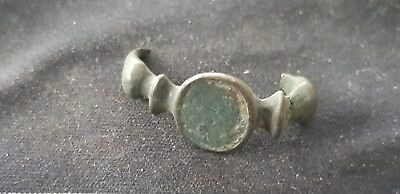 Exquisite design Roman bronze ring part in uncleaned condition L6e