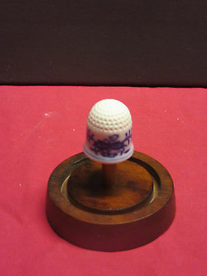 Meissen Annual Thimble for 1987 limited eddition new hand painted china Geremany
