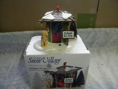 Dept 56 Snow Village Waiting for the Bus #809010