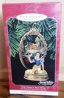 Hallmark Walt Disney's Snow White Ornament Dated 1998 NIB MIB NRFB