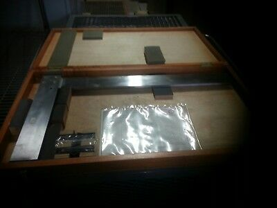 tools mitutoyo precision square. tool and  die-maker precision measuring tools.
