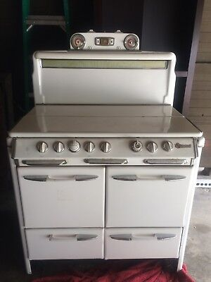 Vintage O'Keefe and Merritt Stove