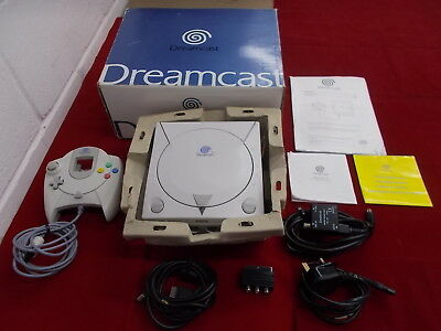 Sega Dreamcast Pal White COMPUTER CONSOLE with Box Instructions