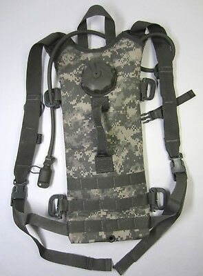 US Army MOLLE II Hydration System Carrier With Bladder Excellent Condition!