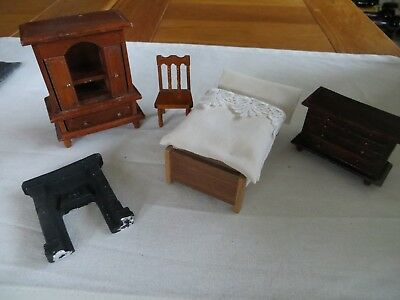 1.16th Scale Dolls House Bedroom Furniture.