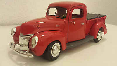 US Modellauto FORD Pick Up 1940er (1:24)