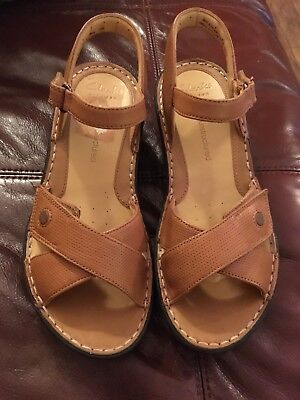 Hardly Worn Light Tan CLARKS Unstructured Artisan Leather Sandals Size 4.5D