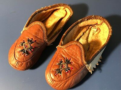 """Vintage 5 1/2"""" long Child's Beaded Moccasins Slippers Suede Leather soft sole"""