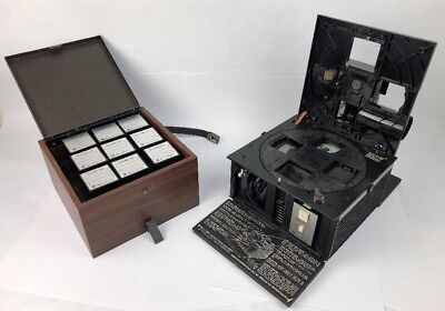 BELL & HOWELL SLIDE CUBE PROJECTOR MODEL 982Q With Manual And Slide Boxes