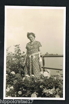 FOTO vintage PHOTO, Frau, Blumen, Garten, Mode woman fashion garden femme /62f