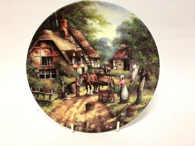 THE APPLE PICKERS By CHRIS HOWELLS - Wedgwood Country Days Collectors Plate