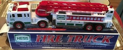 HESS FIRE TRUCK 2000 w/ WORKING  LIGHTS & SOUNDS