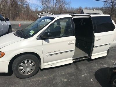 2006 Chrysler Town & Country  Handicap/wheelchair van with electric ramp