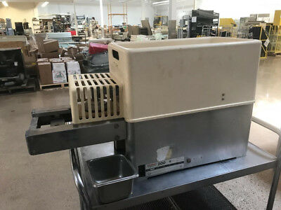 Hollymatic 200 counter top patty molding machine (REF135)