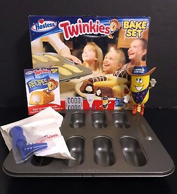 New in Box Hostess Twinkies Bake Set 2006 COMPLETE w Twinkie the Kid Holder MORE