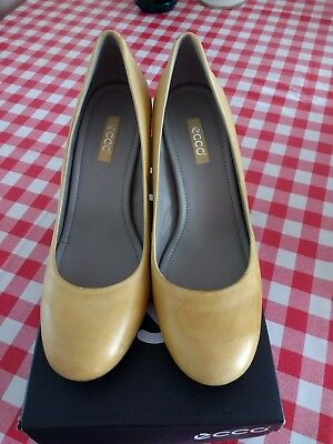 Ecco Grained Leather Mustard Shoes Size 41Bnwb