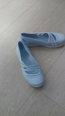 Adidas womens summer flat shoes size 5