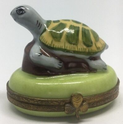 Signed Figural Limoges France Peint Main Turtle Trinket Box Clover Latch French