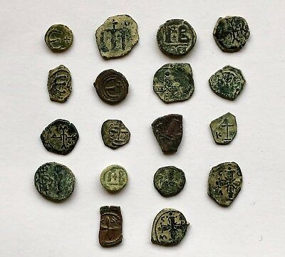 LOT OF 18 BYZANTINE BRONZE COINS INCLUDING RARE AND NICE TYPES (6th-12th cent.)