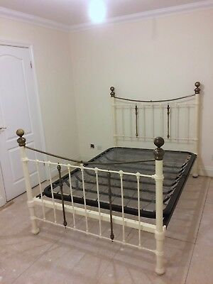 """Antique Victorian/Edwardian 4' 6"""" bed in brass and cast iron"""