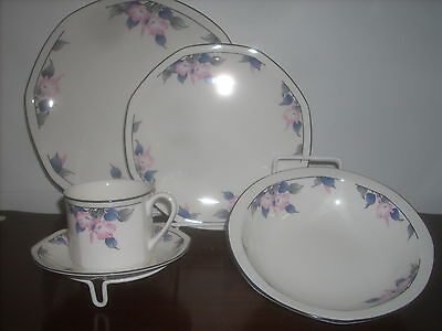 Royal Doulton Bloomsbury fine china 1- 5pc place setting new perfect