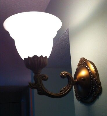 VINTAGE  WALL MOUNT LIGHT LAMP FIXTURE with Glass Shade