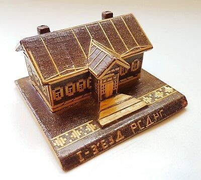 Vintage USSR Souvenir wooden lodge with straw  inlaid 1950s