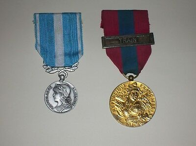 Pair Of French Medals - Overseas Service & National Defence Medals