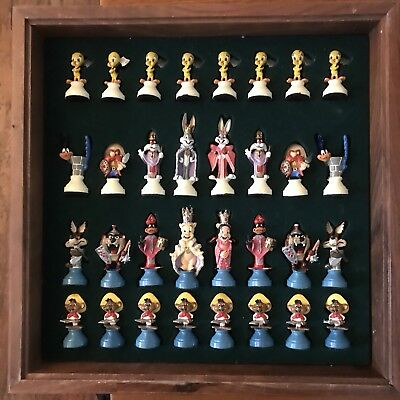 LOONEY TUNES CHESS SET - 1989 Collector's Item Full 32 Piece  B1