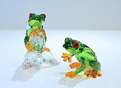 Swarovski Crystal Stunning Rain forest Green Frogs Pair 5136807 Brand New In Box