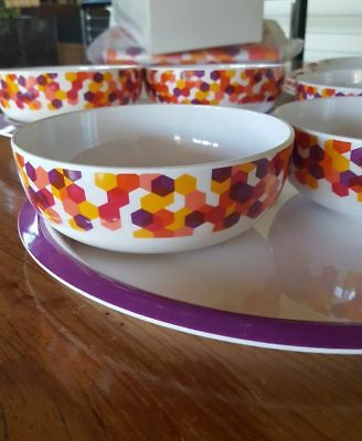 TUPPERWARE set of 4 Fiesta Dining Dinner Plates and bowls