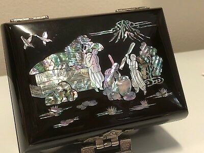 Black Lacquer Mother-of-pearl Chinese Trinket Box /Music