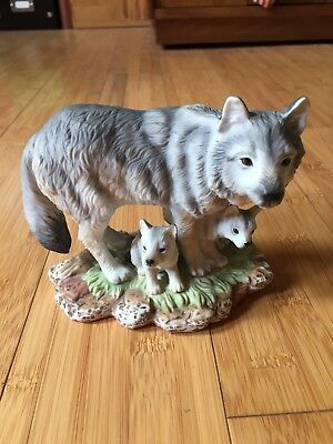 Homeco 1995 Masterpiece Figure Endangered Species Gray Wolves 1995 Excellent!!!