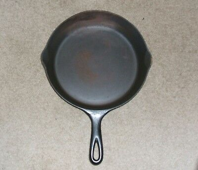 Vintage Wagner Ware ''SIDNEY'', No. 8  Cast Iron Skillet, Outside Heat Ring