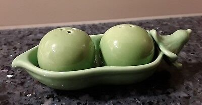 Cute 'Two Peas in a Pod' Salt & Pepper Shakers Green